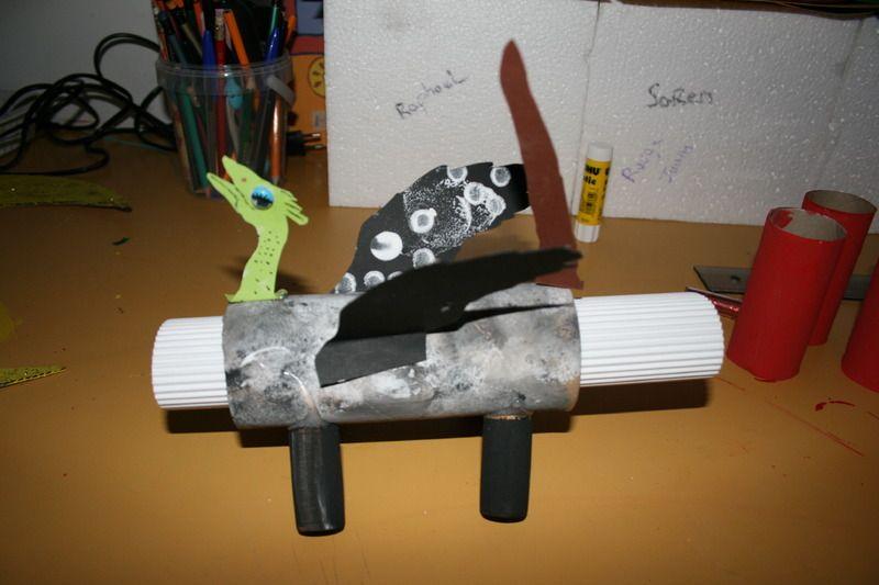 Bricolage avec objets recycles - Activite manuelle recyclage ...